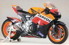 ホンダの金看板は RC30 に代表されるV4エンジンです。 ホンダはその他にも多数のV4バイクを生んでいます。 VFR750F 1...