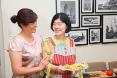 Such a cute mother-and-daughter duo! Ms. Huang and her daughter like to spend quality time together by cooking traditional family recipes together. They enjoy cooking up these ancient recipes while adding their own twist to  spice up their taste buds. Aren't they just adorable?