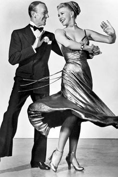 Fred Astaire and Ginger Rogers, man could they dance Golden Age Of Hollywood, Vintage Hollywood, Hollywood Glamour, Hollywood Stars, Classic Hollywood, Hollywood Jewelry, Fred Astaire, Shall We Dance, Just Dance
