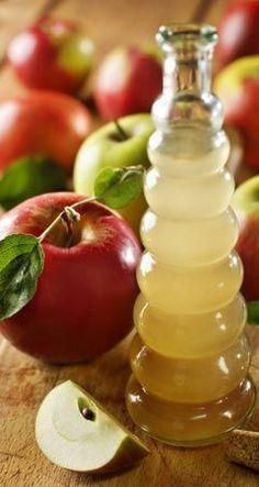 So hilft Apfelessig gegen Pickel, Akne, Mitesser und unreine Haut - Apfelessig ist heilsam, schonend und verhindert Narbenbildung. www.ihr-wellness-magazin.de