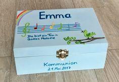 Gift box for communion - Kommunion - Cupcakes Diy Invitations, Invitation Design, Guest Gifts, Diy Presents, Diy Organization, Communion, Kindergarten, Religion, Decorative Boxes