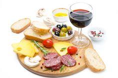 Hai finito di lavoro e non sai che mangiare...un piccolo aperitivo potrebbe essere una buona soluzione ...🧀🥓🍷