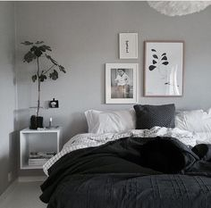 Monochrom Room inspriration 🔳🔲 #solebich #happyplace #kitchendecor  #interiorblog #bedroom #pillows #poster #plant #bed
