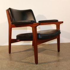 Located using retrostart.com > Lounge Chair by Unknown Designer for Thonet