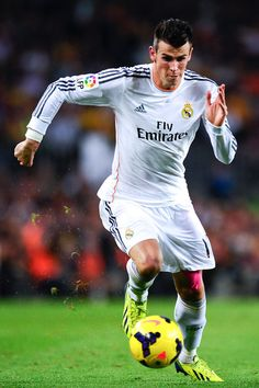 Gareth Bale of Real Madrid CF runs with the ball during the La Liga match between FC Barcelona and Real Madrid CF at Camp Nou on October 26, 2013 in Barcelona, Catalonia.