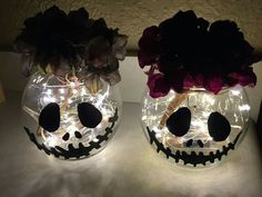 DIY Wedding Centerpieces – Cheap and easy DIY Jack Skellington Centerpieces! – LiPiN DIY Wedding Centerpieces – Cheap and easy DIY Jack Skellington Centerpieces! Diy Deco Halloween, Diy Halloween Decorations, Baby Halloween, Holidays Halloween, Halloween Crafts, Holiday Crafts, Birthday Decorations, Halloween Vase, Halloween Flowers
