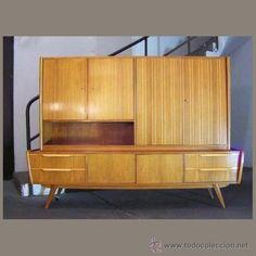 Aparador con mueble - bar de los años 50 de estilo escandinavo