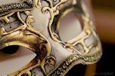 Gold   ゴールド   Gōrudo   Gylden   Oro   Metal   Metallic   Shape   Texture   Form   Composition  