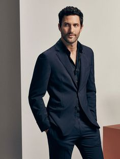 Top model and actor Noah Mills is enlisted by Massimo Dutti to appear in imagery for its Limited Edition Spring/Summer 2017 which presents a new concept of male Noah Mills, Desmond Harrington, Mens Fashion Suits, Mens Suits, Men's Fashion, Collection 2017, Summer Collection, Madrid, Men Formal