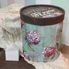 Caja redonda Decoupage Box, Decoupage Vintage, Diy Cans, Pretty Box, Cardboard Crafts, Wood Creations, Sewing Box, Diy Arts And Crafts, Dose