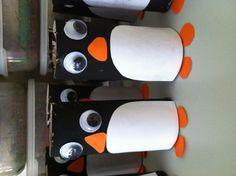 Pingüinos hechos con rollos de papel