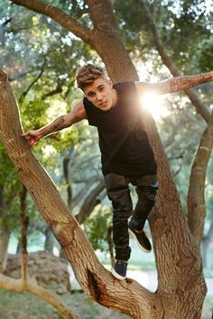 Justin Bieber hanging around outside. Fotos Do Justin Bieber, Justin Bieber Images, I Love Justin Bieber, Ontario, Bae, To My Future Husband, Celebrity Crush, Celebrity Moms, Celebrity Style