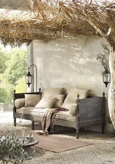 Daybeds: 6 Ways to Use This Multi-tasking Furniture: Daybed as outdoor furniture