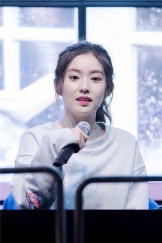 Trước khi ra mắt với tư cách là thành viên của Red Velvet, Irene đã từng xuất hiện trong các MV như143, Why so serious và một số SM Rookie Video: My Girlfriend Irene, Be Natural. Kpop Girl Groups, Korean Girl Groups, Kpop Girls, Miss A Suzy, Sm Rookies, Korean Couple, Red Velvet Irene, Velvet Fashion, Be Natural