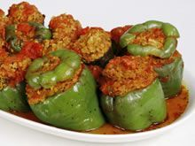 This easy crockpot stuffed bell peppers recipe is great smelling, simple and made for even the fussiest of eaters! 1 can tomato sauce w/ or w/o seasoning Crock Pot Slow Cooker, Crock Pot Cooking, Slow Cooker Recipes, Cooking Recipes, Weigt Watchers, Stuffed Pepper Casserole, Healthy Crockpot Recipes, Healthy Cooking, Stuffed Green Peppers