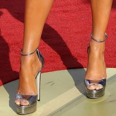 4bfc4eff2b33 Don t miss Jennifer Lopez showing off her feet in metallic  Max  heels on  Your Next Shoes!