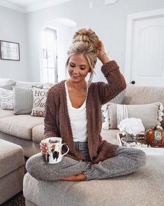 Textured sweater Lazy Outfits, Mode Outfits, Casual Outfits, Cute Lounge Outfits, School Outfits, Stylish Mom Outfits, Cochella Outfits, Night Outfits, Fall Winter Outfits