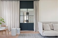 HECKER GUTHRIE INTERIOR DESIGNERS : Internal glass doors. Skyrange steel