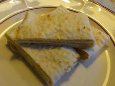 torilds mat: LEFSER, TYNNE Small Cake, Macarons, Food And Drink, Eggs, Cookies, Ethnic Recipes, Desserts, December, Shapes