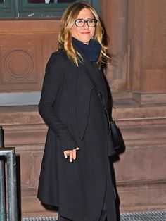 Star Tracks: Monday, April 27, 2015   GEEK CHIC   Jennifer Aniston was spotted leaving a performance of Grounded in New York City on Saturday.