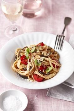 Spaghetti se cherry rajčaty a grilovaným lilkem Rigatoni, Penne, Spaghetti, Fusilli, Couscous, Cherry, Food And Drink, Low Carb, Ethnic Recipes