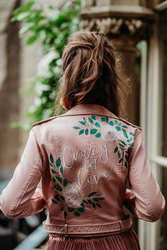 Jungle Fun – Fierce Tropical Wedding Ideas Wedding News, Wedding Bride, Fall Wedding, Painted Leather Jacket, Aisle Style, Wedding Jacket, Elopement Inspiration, Boho Bride, Tropical
