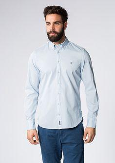 Dieses Langarm-Hemd von Marc O'Polo bringt Schwung in unauffällige Business Outfits. Mit seinem frischen, dennoch auf keinen Fall zu aufdringlichen Minimal-Print sorgt es für Abwechslung, ist aber dank Elementen wie dem gespreiztem Kent-Kragen und der abgerundeten Manschette dennoch sehr klassisch. Aus 100% Baumwolle....
