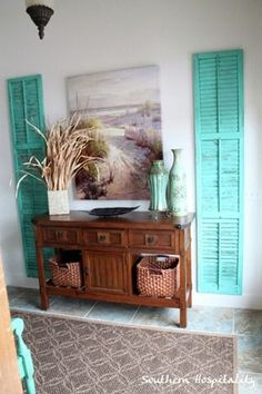 Old shutters as accents. This color is not right for me, but now I wish I had even more old shutters! Decoration Bedroom, Diy Home Decor, Room Decor, Coastal Living, Coastal Decor, Coastal Cottage, Coastal Style, Seaside Decor, Coastal Curtains