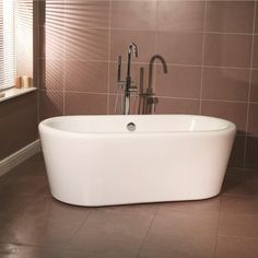 An all new compact free standing bath with surround. This Tub bath also features…