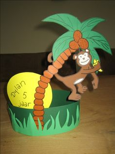 Juf Desiree » Verjaarsdagsmuts Birthday Chair, It's Your Birthday, Diy For Kids, Crafts For Kids, Crazy Hats, Jungle Party, Safari, Diy And Crafts, Activities
