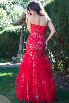 Omg I'm so in love with this!! Gah...why can't I have places to get all dressed up & go out to!?!