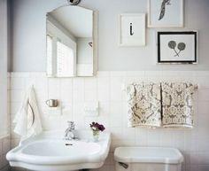 Kleines Bad: Helle Farbtöne verwenden