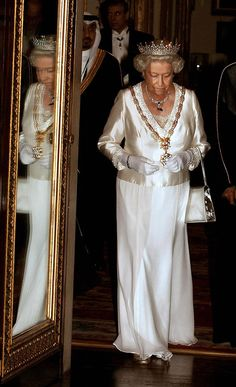 Her Majesty attends the State Banquet at Buckingham Palace, dressed in silk. via @AOL_Lifestyle Read more: http://www.aol.com/article/2015/04/21/a-true-monarch-queen-elizabeth-style-transformation/20545381/?a_dgi=aolshare_pinterest#fullscreen