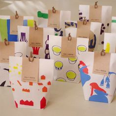 Fun, illustrated little paper bags with craft paper tag. Cost efficient and very cute packaging design. Packaging Box, Cookie Packaging, Food Packaging Design, Pretty Packaging, Packaging Design Inspiration, Branding Design, Motifs Textiles, Japanese Packaging, Box Design