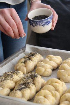 Fletterundstykker med cottage cheese - My Little Kitchen Bagel Recipe, Little Kitchen, Cottage Cheese, Pretzel Bites, Side Dishes, Food Photography, Food And Drink, Baking, Desserts