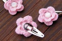 Crocheted flower hair clips tutorial