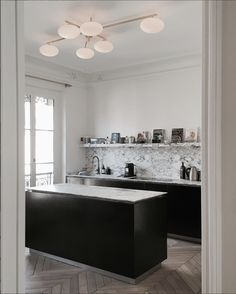 Source: Jean Charles Tomas Confession. I have a maaaaaajor crush over here. Literally swooning over this kitchen by Jean Charles Tomas. He's Parisian (of course) and his designs strongly remind me of Architect Joseph Dirand (one of my favs). I can't...