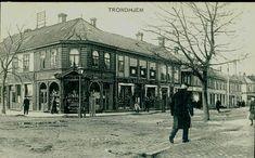 Sør-Trøndelag fylke Trondheim  Tronghjem Pent, uspes. gatehjørne med butikker bl.a. Möller og Skramstad  Utg P. Alstrup postgått 1907