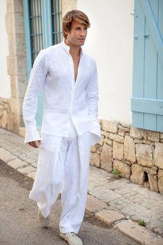 trajes modernos y de estilo ibicenco para novios
