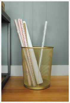 Pin for Later: DIY Home Gifts That Only Look Expensive Gilded Wastebasket This gold wastebasket DIY is perfect for gifting a design-oriented gift basket! Spray Paint Projects, Diy Spray Paint, Weekend Projects, Diy Projects, Painted Trash Cans, Stenciled Pillows, Wrapping Paper Storage, Gift Wrapping, Freezer Paper Stenciling