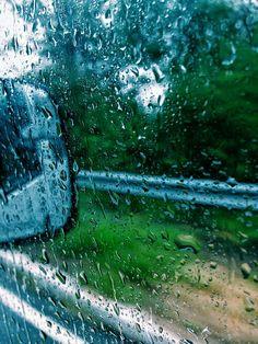 Rain in the window of a car Northern Lights, Rain, Windows, Mountains, Nature, Travel, Rain Fall, Naturaleza, Viajes
