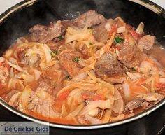 Stifado - stoofschotel uit Griekenland Dutch Recipes, Greek Recipes, Stifado, Meat Love, Good Food, Yummy Food, Beef Casserole, Recipe Images, What To Cook