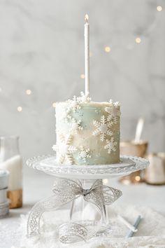 One Year Birthday Cake, Christmas Birthday Cake, Baby Girl Birthday Cake, Blue Birthday Cakes, Elsa Birthday, Frozen Birthday Party, Frozen Party Cake, Party Cakes, Birthday Ideas