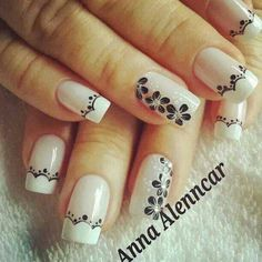White nails with black floral details Gold Gel Nails, White Nails, Acrylic Nails, Pretty Nail Art, Beautiful Nail Art, Gorgeous Nails, Pedicure Nail Art, Nail Manicure, Diy Nails