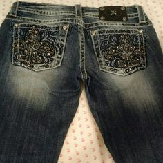 Miss Me Skinny Jeans Perfect condition. Only worn once. They have some stretch and are skinny leg. Super cute and flattering jeans! Feel free to make an offer :) Miss Me Jeans Skinny