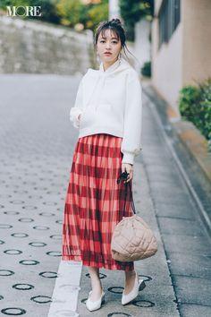 デートコーデ特集 - これが理想のデートコーデ! 20代男子の好きな服装のテイストは?_14 Daily More, Midi Skirt, Skirts, Check, Fashion, Japanese Fashion, Moda, Midi Skirts, Skirt