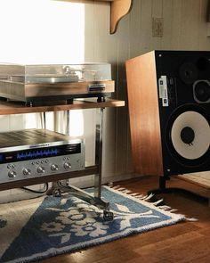 JBL Century speakers, Marantz 2220 amplifier and Marantz 6100 turntable. Sound Room, Hifi Audio, Audio Speakers, Vinyl Room, Audio Room, Audio Design, Dj Equipment, Record Cabinet, New Homes