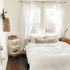 97 Minimalist bedroom design ideas - Because of this, you must match an acceptable layout. When considering the section of your bedroom, it's simple to opt for the plan, as you can refer to Decoration Inspiration, Decoration Design, Room Inspiration, Decor Ideas, Master Bedroom Design, Home Bedroom, Bedroom Furniture, Furniture Layout, Master Suite
