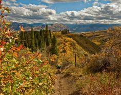 Catch autumn while you can at Snowmass Village and nearby Aspen because it's one of the best times to explore this area, with seasonably mild days and not-too-cold nights.
