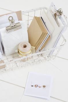 ♥ Less is more. And when it is clean and tidy, it is even better. Need a clip board for the kitchen for grocery lists